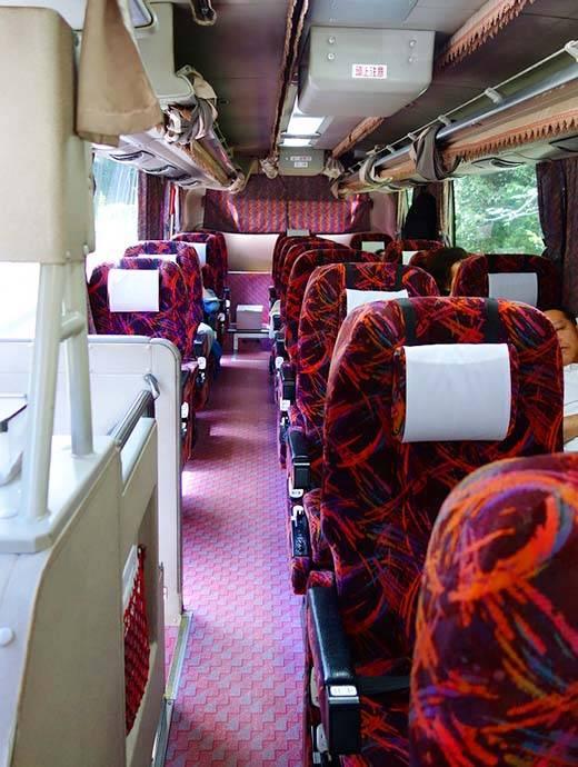 高速バス3列独立シート