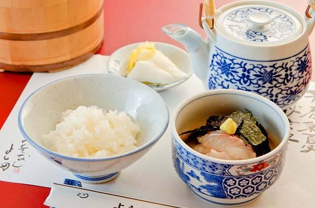 「割烹よし田」のランチ限定の鯛茶漬