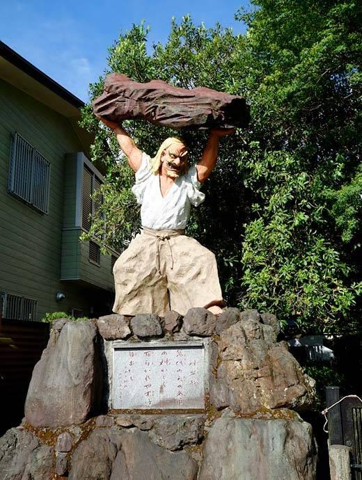 天岩戸神社タヂカラノミコト像