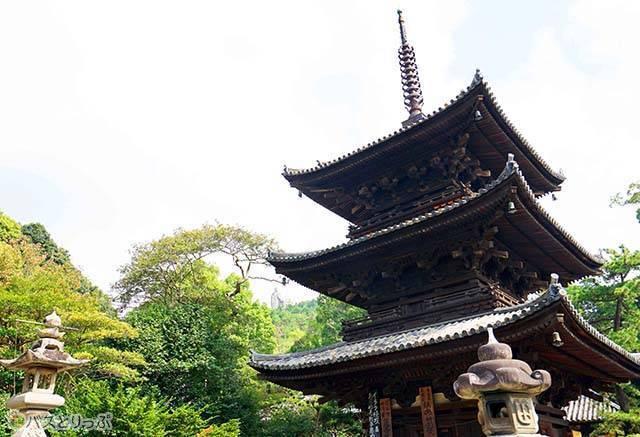 三重塔と大師像-.jpg