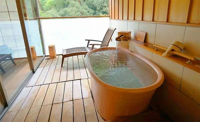 個室の専用露天風呂.jpg