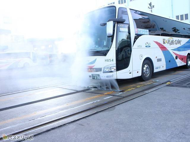京成バスの洗車風景.jpg
