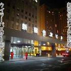 地下道を出て、新宿住友ビルに到着。ウィラーバスターミナルへ向かいます。