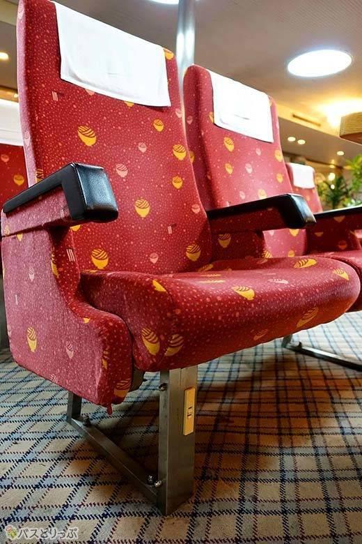 座席のコンセント.jpg