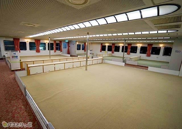 カーペットタイプの船室2.jpg