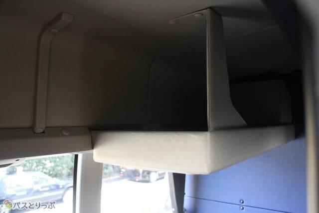 荷物棚は広々使えます.JPG