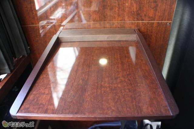 折りたたみ式のテーブル.JPG
