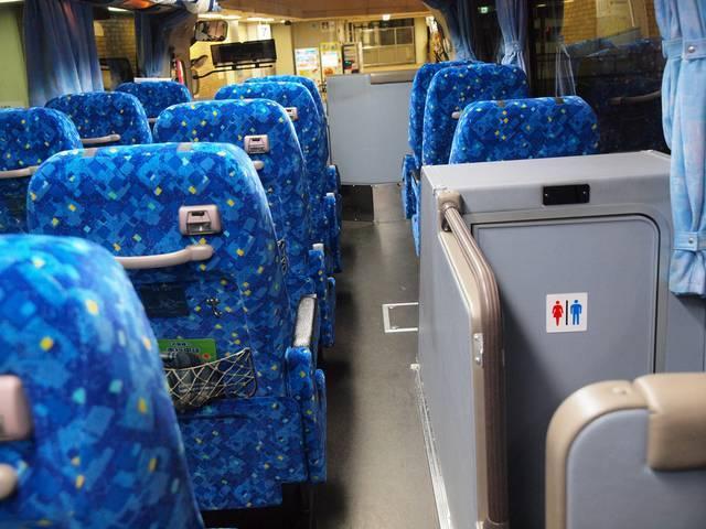 トイレの位置はバスの中央部分