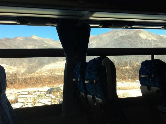 車窓から見える山々の迫力!