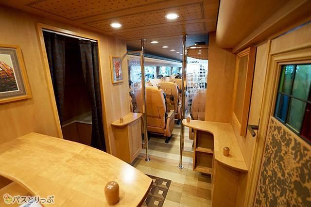 神姫バス「ゆいPRIMA」 日本各地を食事付きのツアーで巡ることができる.jpg
