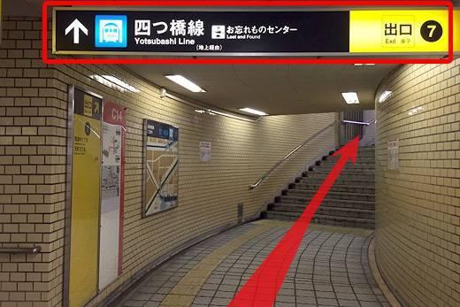 階段を上がります.jpg
