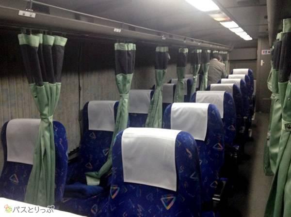 3列シートのカーテン