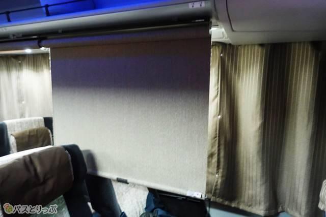 ロール式仕切りカーテン.jpg