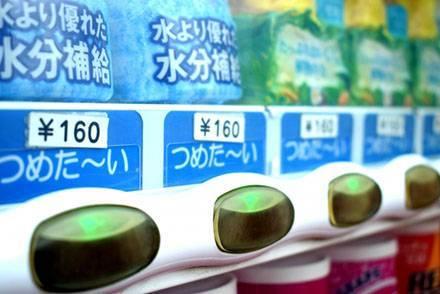バスタ新宿の利用客に聞きました【バスに持っていく必須アイテム編】 バスの中では「○○」が気になる?