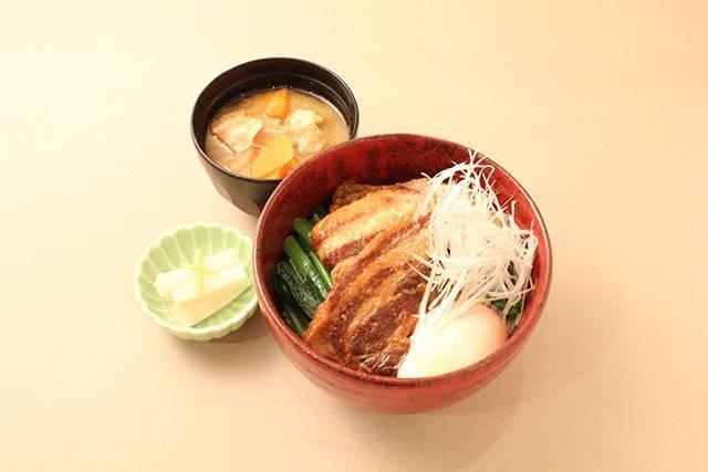 高坂SAの角煮丼