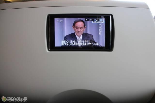 座席前方にパーソナルモニター.JPG