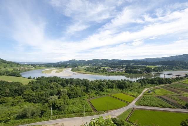 上り線展望台から見える信濃川と魚野川の景色
