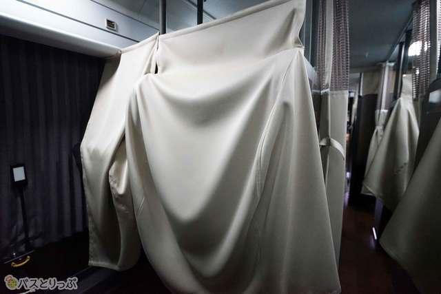 もうひとつの仕切りプライベートカーテン