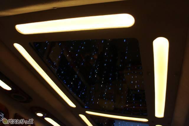天井がプラネタリウムみたい!