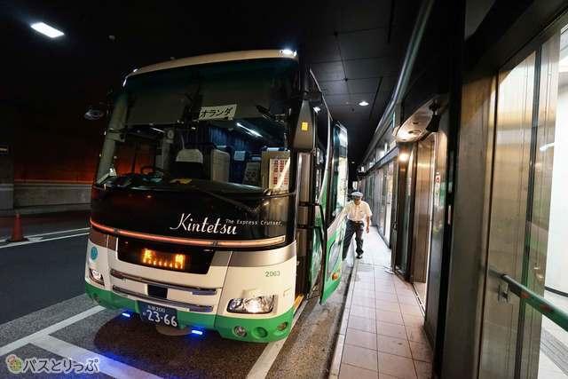 大阪ミナミの玄関口OCATから発車