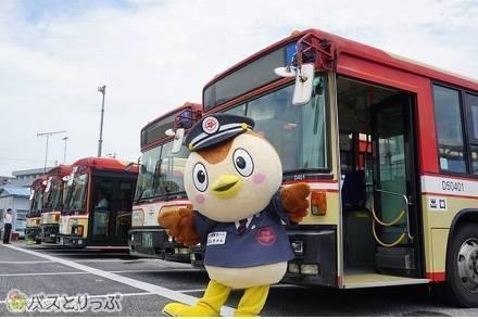 優勝に「涙ホロリ…」 第1回 バスキャラ選手権No.1 西東京バス「にしちゅん」にトロフィーを贈呈! グッズプレゼントもあり♪