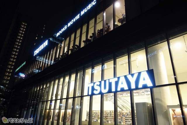 バスターミナルの目の前にTSUTAYA書店が