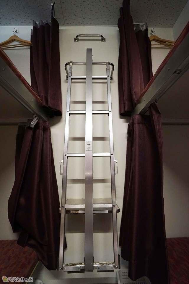上段ベッドへはこちらから