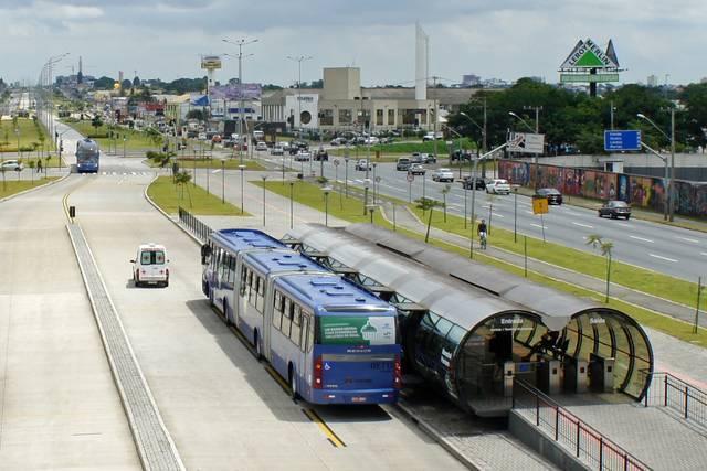 世界初のBRTはブラジルのクリチバ市で1960年代から始まった<br>(写真:Mariordo CC BY-SA 3.0)