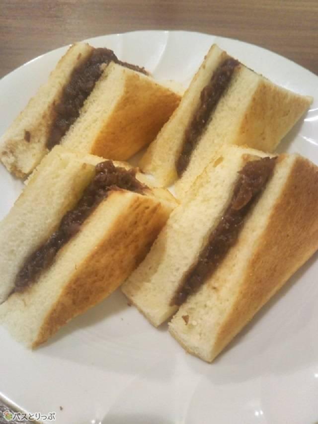 甘すぎない小倉がさっくりとしたトーストにはさまれており、1皿ペロッと食べられます。