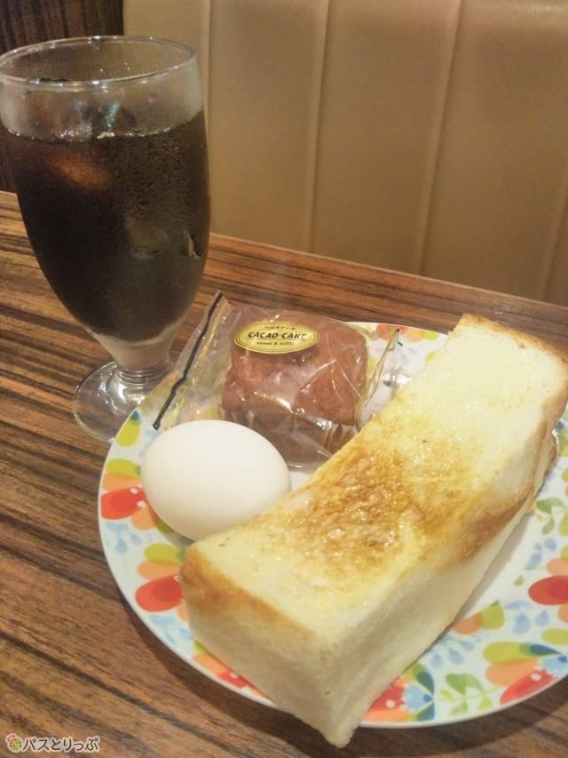 厚さ3㎝は超えるふわっふわのトースト。コーヒー豆は瑞穂店にて、季節や状態に合わせて微調整をしながら焙煎しています。