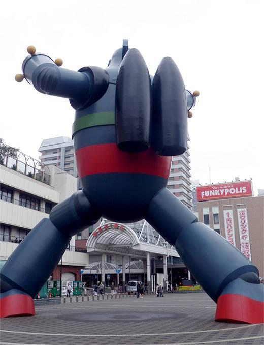 鉄人28号の背中(神戸の新長田駅)