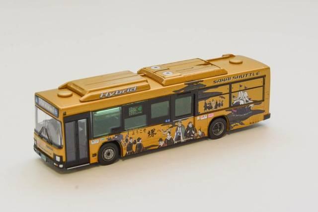 金色がまぶしい南海バス・堺シャトルの新型バス(10月発売予定/税抜予価:3000円)