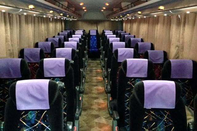 通常よりも1席あたりのスペースが広め