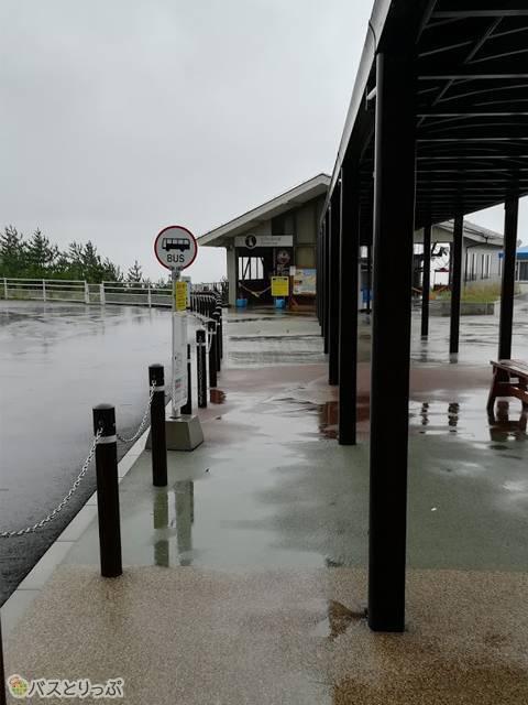 風雨の強い砂丘センター前