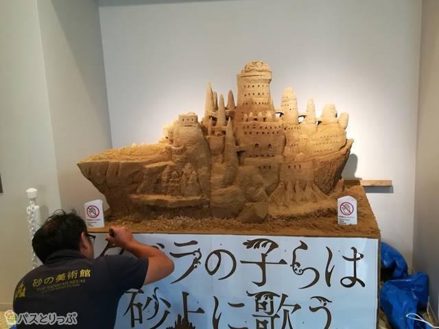 素敵な砂の彫刻制作中