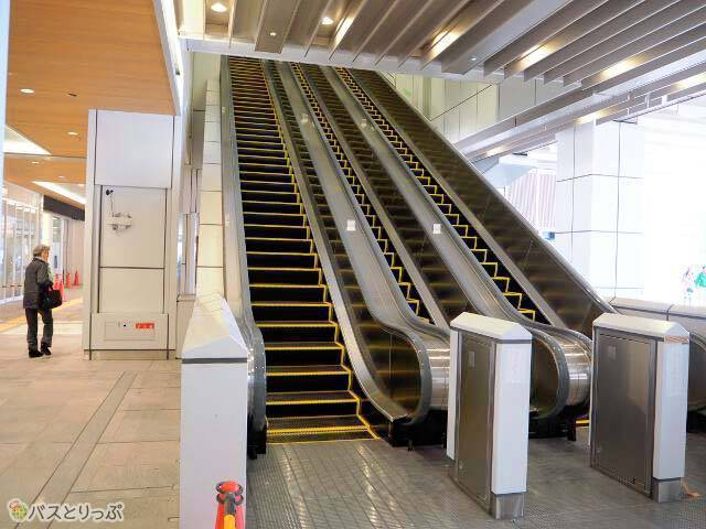From JR Shinjuku station new south ticket gate to Basta Shinjuku by escalator for about 1 minute