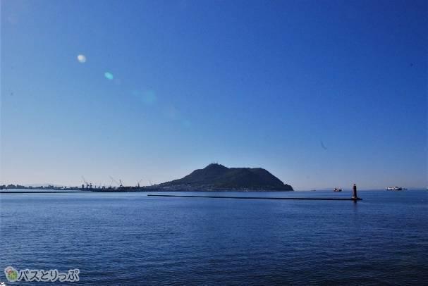 出発時にはデッキから函館山も。
