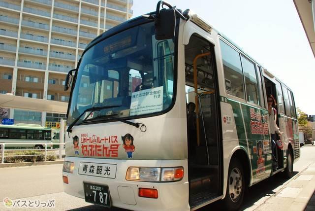 青森駅まではシャトルバスが便利