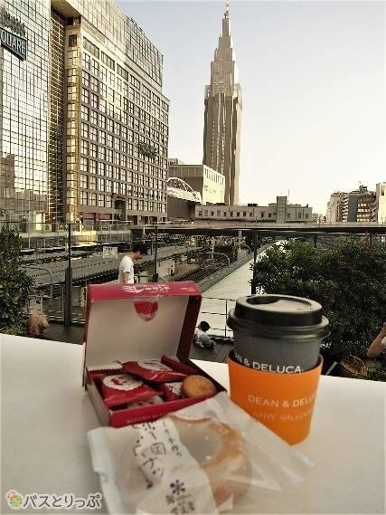 今回のコーヒーのお供は新潟・越後雪室屋の「雪国ドーナツ」と高知・モンプレジールの「ミレーサンド(いちご風味)」