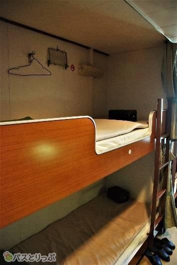 二段ベッドはカーテンでプライベート空間が作れます。