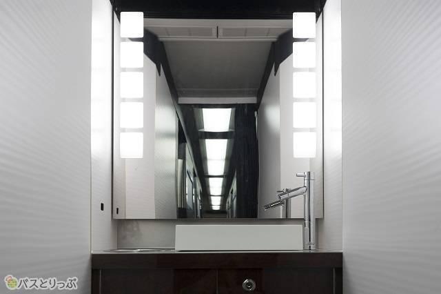 トイレ横にはこちらも綺麗なパウダールームが