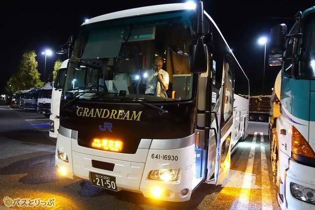 大阪—東京を結ぶ新型クレイドルシートのグランドリーム号