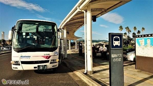 高速船ターミナルに到着した「桜島号」