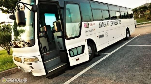 やんばる急行の高速路線バスで本部から那覇へ。