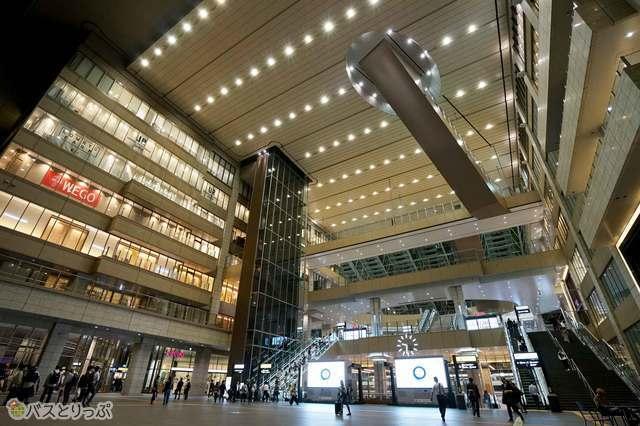 大阪駅はバスターミナルなら直結! JR線乗り換えにすこぶる便利です