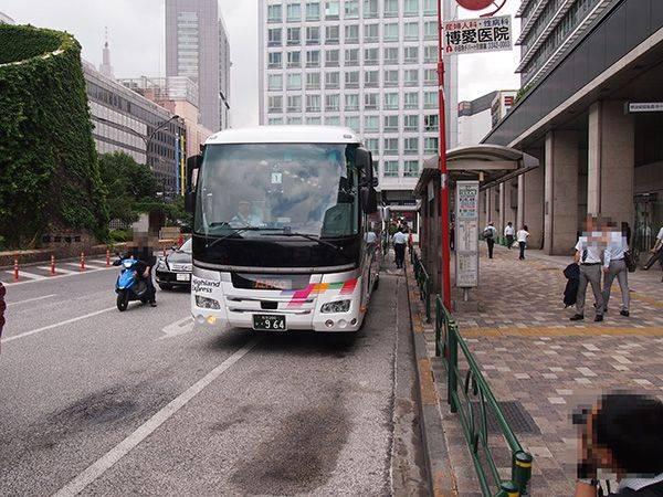 新宿西口を出発する新型車両(アルピコ交通 新型車両 試乗会レポート)