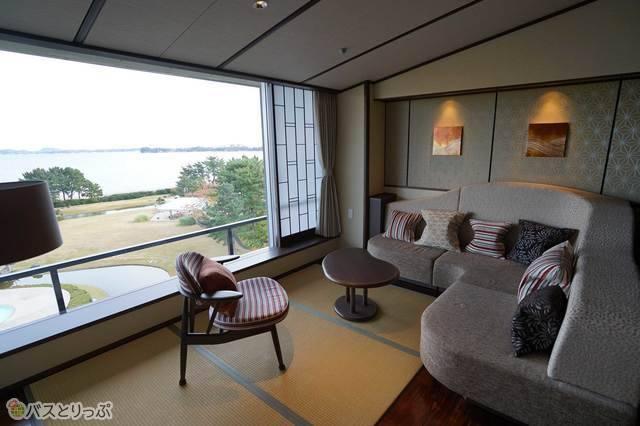 オシャレな家具に贅沢なソファスペースも