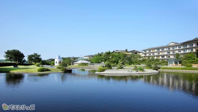 松島湾から潮の香りが届く庭園で、散歩も楽しめる