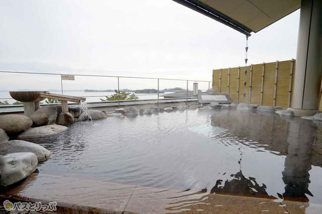 松島湾を一望できる最上階の露天風呂