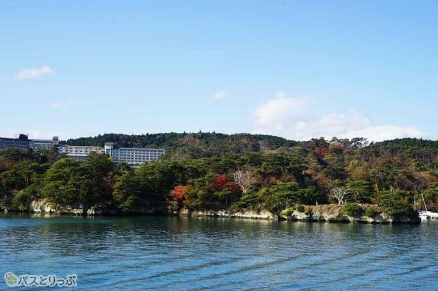 修行僧の島も海から見ると違った顔を見せてくれます